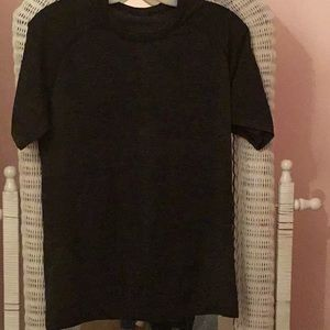 LULU LEMON MENS DRI FIT TEE.